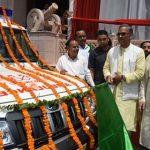 सीएम त्रिवेंद्र समाज हित के कार्यों के लिए एम्बुलेन्स व स्कूल बस को हरी झंडी दिखाकर किया रवाना