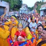 भक्तों ने कृष्ण बाल लीला का उठाया आनंद
