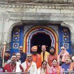 उत्तराखण्ड के राज्यपाल और मुख्यमंत्री ने केदारधाम पहुँच किये मंदिर के दर्शन