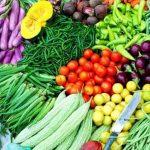 सब्जियों की कीमतें छूने लगी आसमान