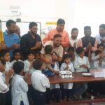 अनाथ बच्चों के साथ केक काटकर मनाई एपीजे अब्दुल कलाम की जयंती