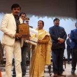 निर्देशक विजय भारद्वाज को  राज्यपाल ने किया सम्मानित