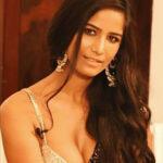 मॉडल और अभिनेत्री पूनम पांडे क्यों हुई गिरफ्तार, जानिए खबर