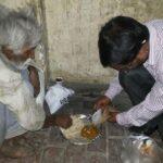 खाना बर्बाद ना करे असहाय एवम् जरूरतमंद को खिलाये