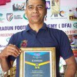 """सम्मान : विरेन्द्र सिंह रावत को मिला  """"बेस्ट फुटबॉल कोच 2020"""" नेशनल अवार्ड"""