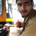 सईद अपने बच्चे को गोद में रखकर ऑटो चला,चलाते है घर परिवार