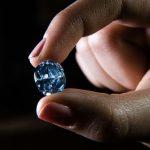 300 साल पुराना ब्लू डायमंड 67 लाख डॉलर में बिका जानिए ख़बर