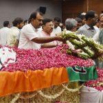 सुषमा स्वराज के पार्थिव देह पर पुष्पचक्र अर्पित कर सीएम त्रिवेंद्र ने दी श्रद्धांजलि