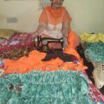 नेक कार्य :  जरूरतमन्दों के लिए हज़ारो मास्क बना चुकी है प्रवीण शर्मा